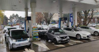 Электромобили блокировали автозаправку в знак протеста