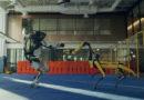 Роботы Boston Dynamics танцующие под песню «Do You Love Me?»